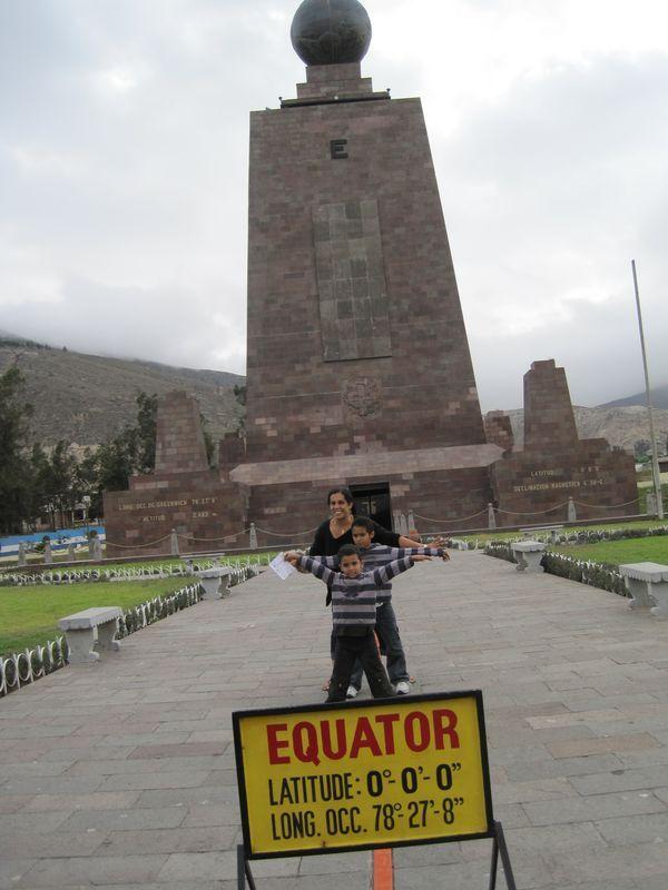 Equateur 9  9   Mitad Del Mundo