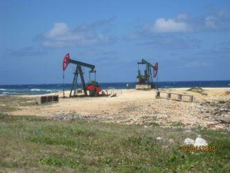 Puits de pétrole sur la route de Matanzas à La Havane