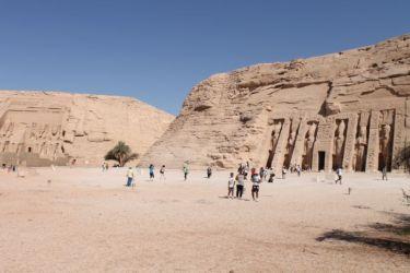 Abou Simbel, le grand temple (gauche) et le petit temple (droite)