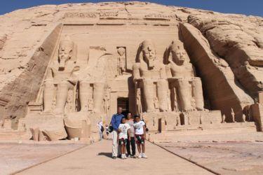 Abou Simble, la famille devant le grand temple