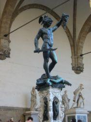 Persée tenant la tête de Méduse, Loggia des Lanzi, Piazza della Signoria