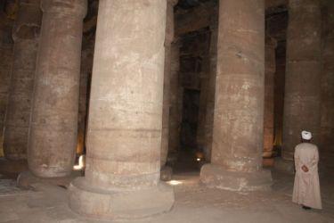 Abydos, forêt de pylones de la salle hypostyle