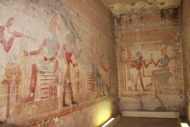 Abydos,Horus remet les insignes royaux à Sethi I, accompagné d'Isis