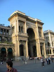Arche de triomphe marquant l'entrée de la Galleria Victor Emmanuel II