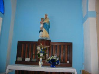 Dans l'église de Mana