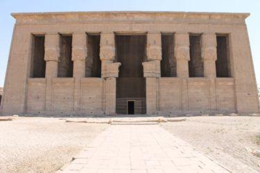 Dendera, entrée de la salle hypostyle