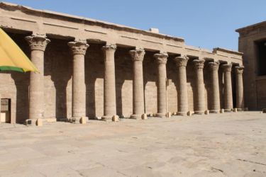 Edfu, portique de la grande cour