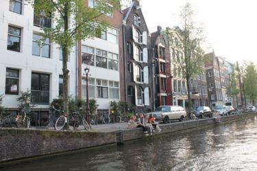 Immeubles anciens et modernes à Amsterdam