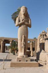 Karnak, statue de pharaon