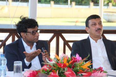 L'ambassadeur et le consul de l'Inde à Paris