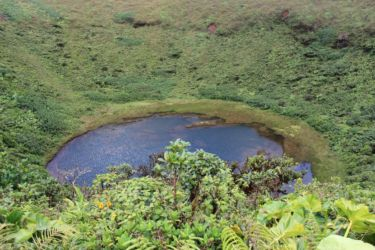 Le Lac Flamarion, sommet de la Citerne (1155 m) (Medium)