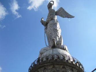 Le Vierge du Panecillo veille sur Quito