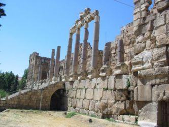 Les colonnes du prophylée, Baalbeck