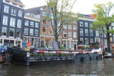 Maison-péniche à Amsterdam
