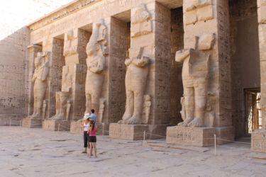 Medinet Habou, pilastres du portique nord de la première cour