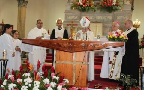 Messe avec Mgr Gemayel et Mgr Riocreux