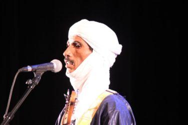 Mossa Ag Sarid, guitare & chant