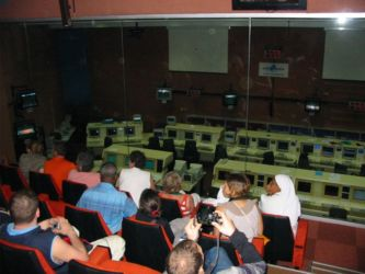Salle des commandes à Kourou