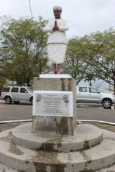Statue de Sewdass Sadhu, constructeur du Temple de la Mer
