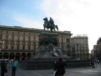 Statue de la victoire, Piazza del Duomo