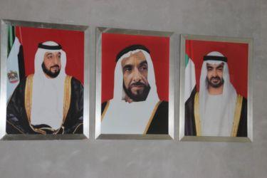 gàd, Khalifa ben Zayed Al Nahyane (émir AD), Zayed ben Sultan Al Nahyane (père), Mohammed ben Zayed Al Nahyane (prince héritier)