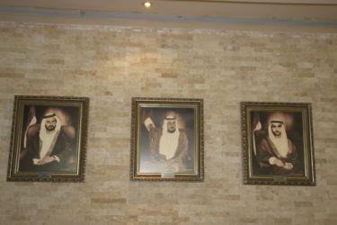 gàd Mohammed bin Rachid Al Maktoum (émir de Dubaï), Khalifa ben Zayed (émir Abu Dhabi), Hamdan ben Mohammed Al Maktoum (héritier Abu Dhabi)