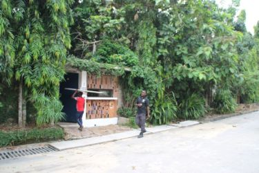 Le Bushman Café, côté rue