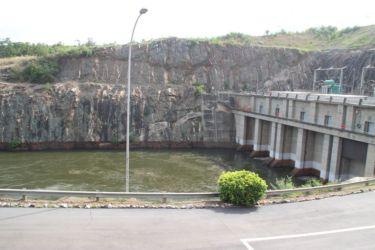 Barrage et canal d'évacuation